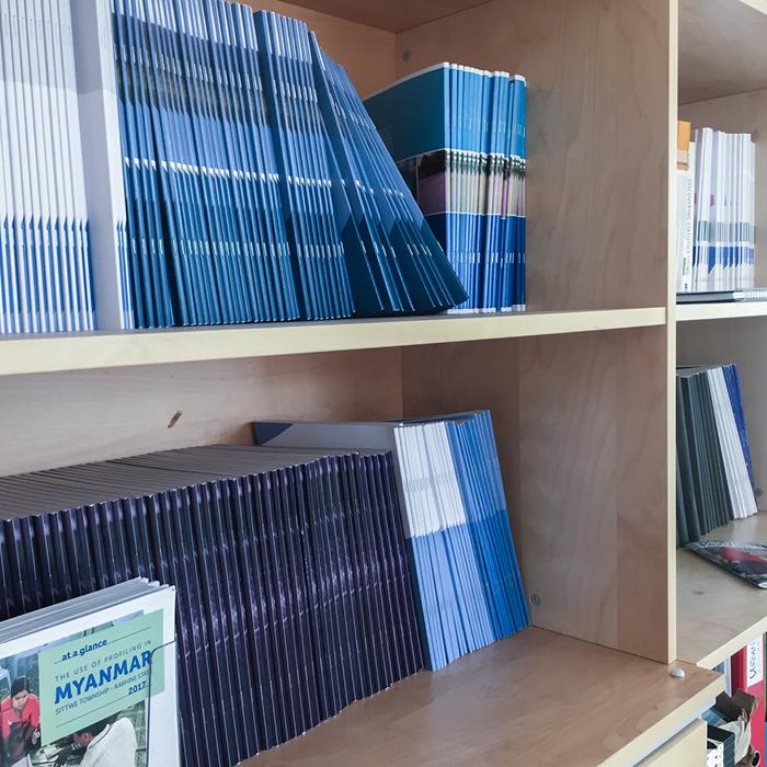 JIPS-bookshelf
